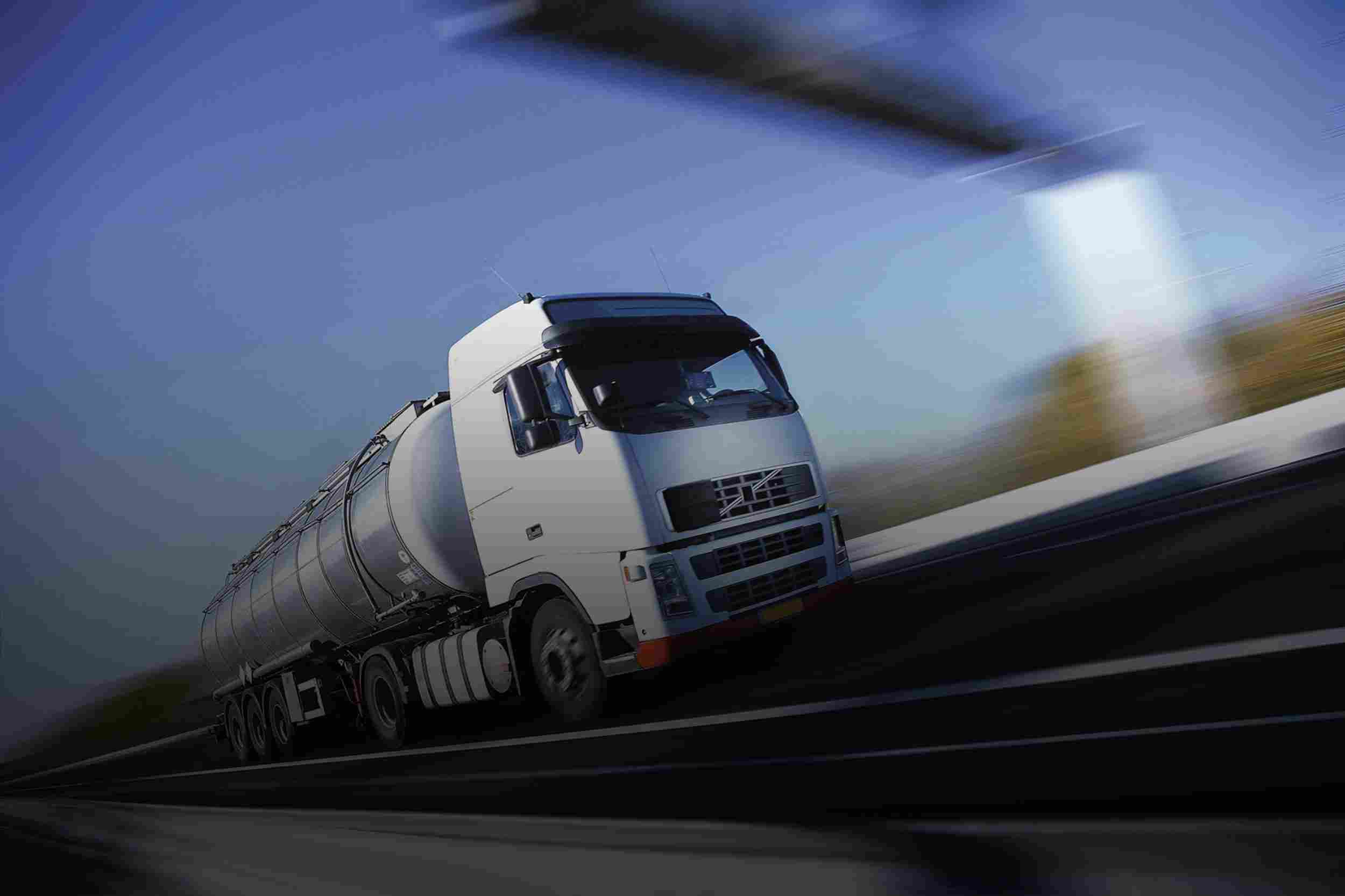 https://euro-cargo.eu/wp-content/uploads/2015/09/White-Truck-single.jpg